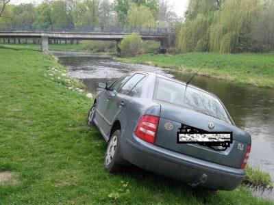 neobvykle parkující motorové vozidlo